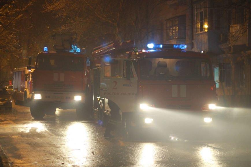 В центре Ростова крупный пожар - горит здание на улице Чехова, фото-3