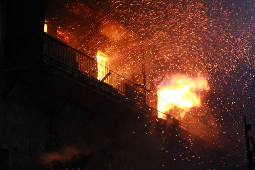 В центре Ростова крупный пожар - горит здание на улице Чехова, фото-2