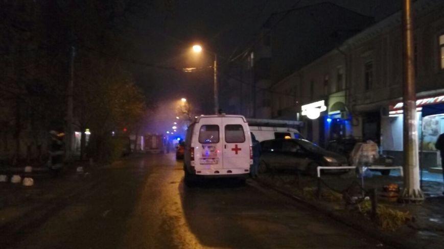 В центре Ростова крупный пожар - горит здание на улице Чехова, фото-1