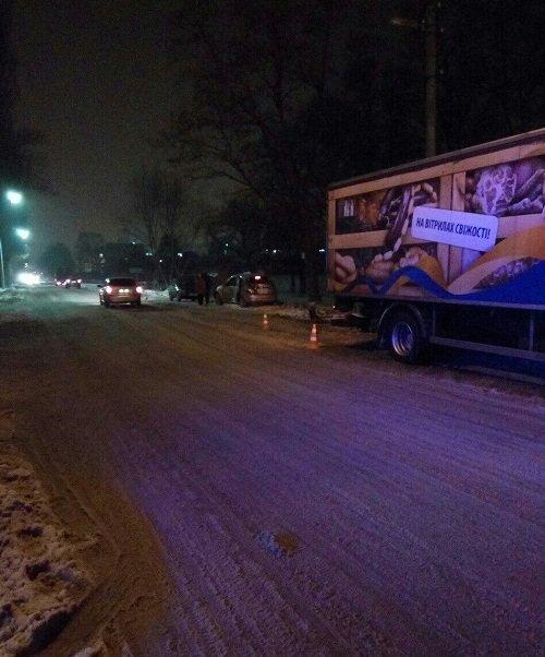 """В Броварах ДТП : В районі """"Торгмаш"""" легковик зіткнувся з вантажівкою (ФОТО), фото-1"""