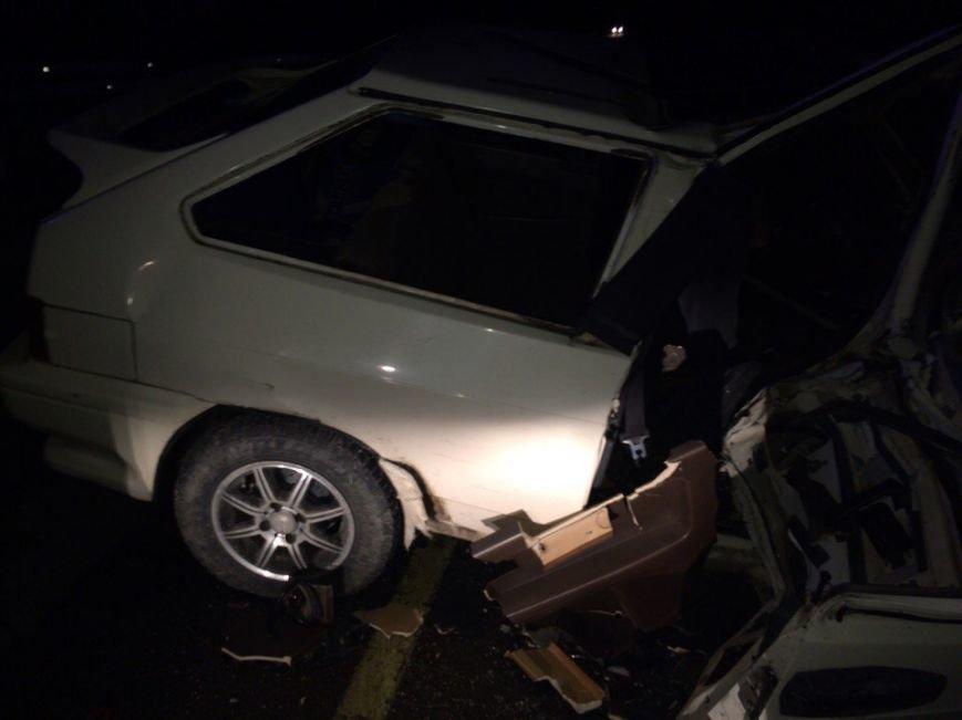 На крымской трассе легковушка врезалась в столб: водитель и два пассажира погибли (ФОТО), фото-2