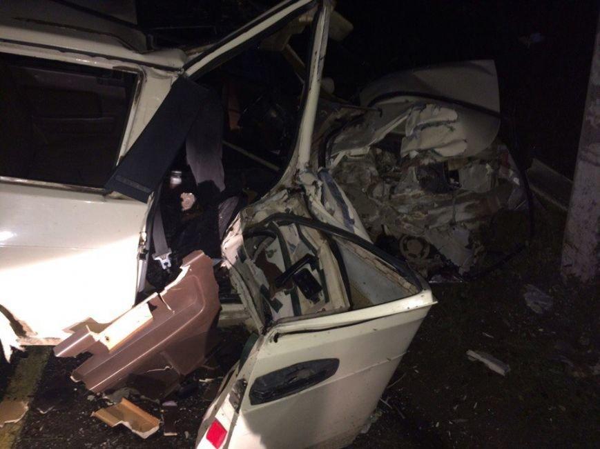 На крымской трассе легковушка врезалась в столб: водитель и два пассажира погибли (ФОТО), фото-3