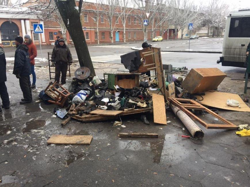 """В Николаеве демонтировали несколько """"Позвонишек"""" возле университета Сухомлинского (ФОТО), фото-2"""