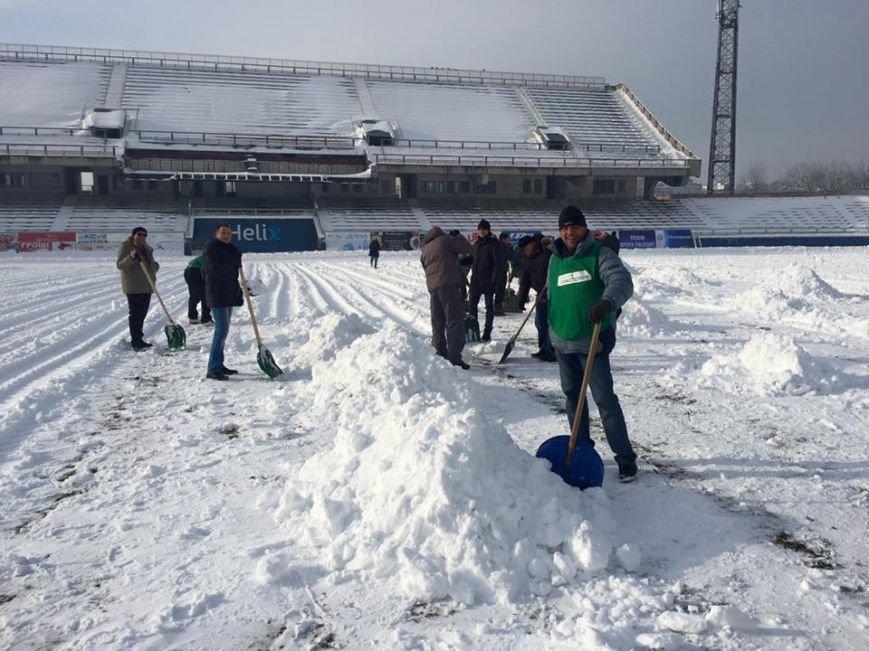 """Франківці власноруч очищали стадіон """"Рух"""", бо комунальникам не до того (ФОТО), фото-2"""