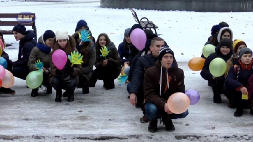 """""""Обійми мене!"""" Молодь Конотопа провела флешмоб до Дня толерантності (ВІДЕО), фото-1"""