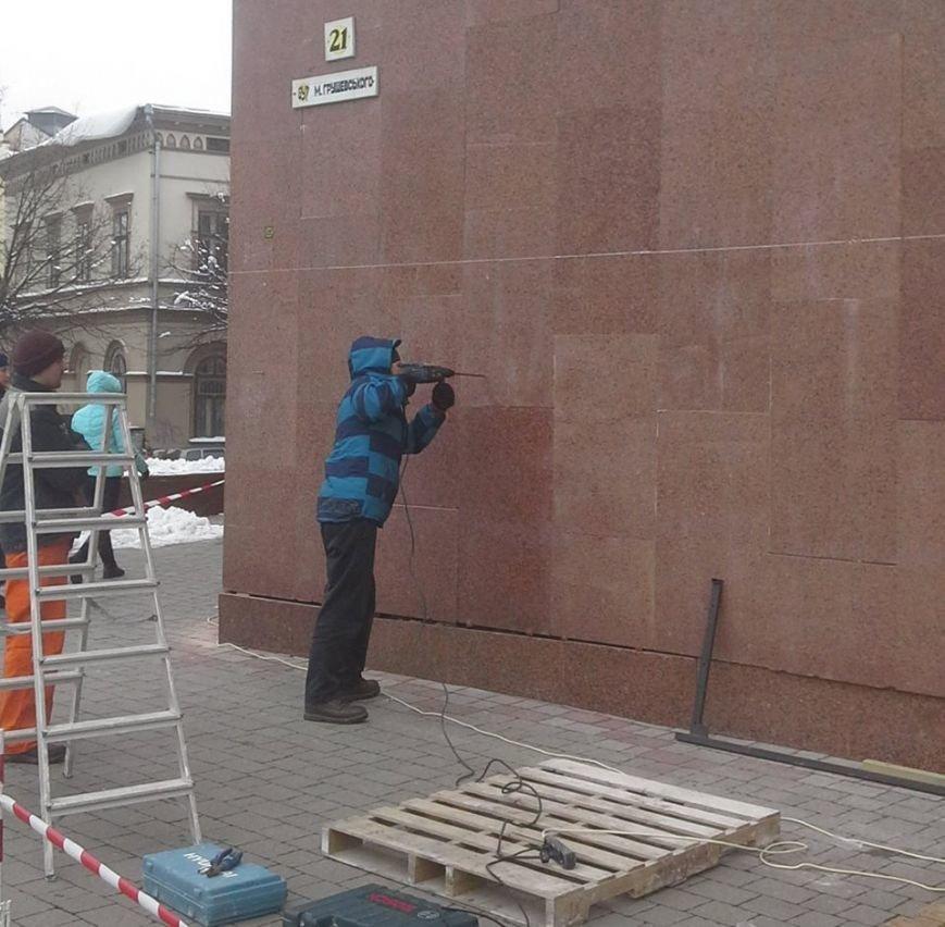 Розпочалися роботи по встановленню пам'ятного знака «Стіна пам'яті Небесної Сотні» (ФОТО), фото-1