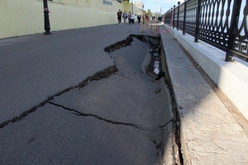 На Набережной провалился асфальт, фото-2