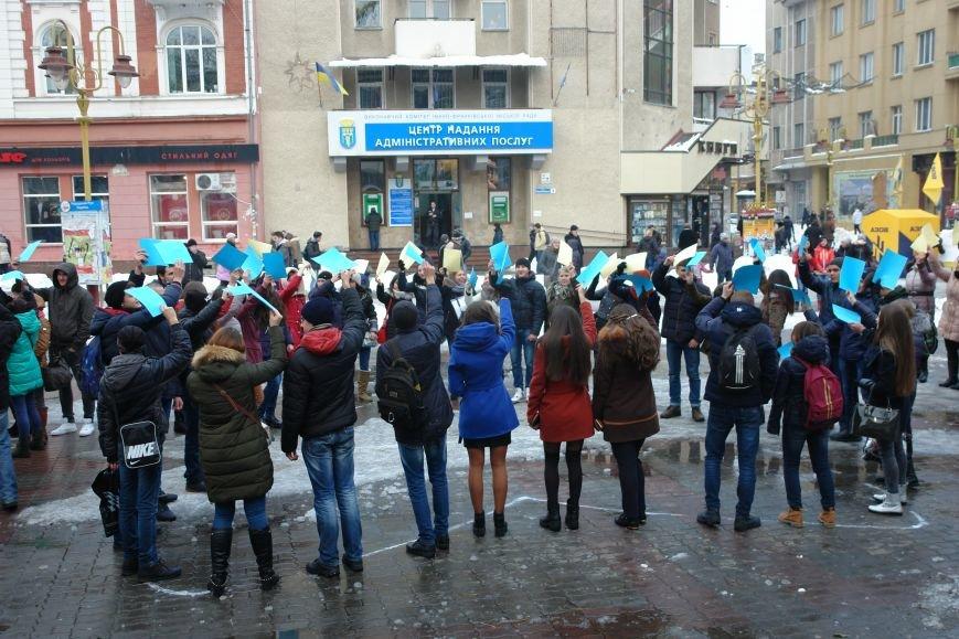 Ми в силах змінити все. На центральній площі міста франківські студенти провели флешмоб (ФОТО+ВІДЕО), фото-4