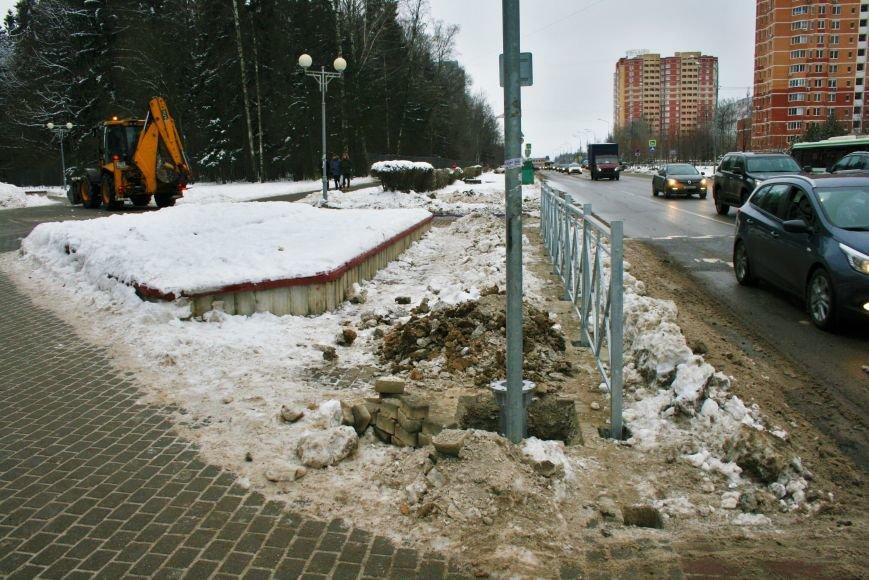 Железные ограждения установили вдоль проезжей части в Троицке, фото-3