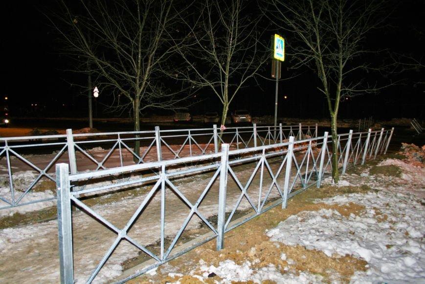 Железные ограждения установили вдоль проезжей части в Троицке, фото-5