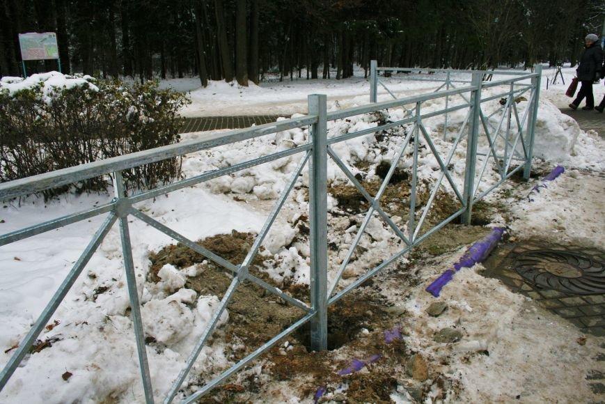 Железные ограждения установили вдоль проезжей части в Троицке, фото-2