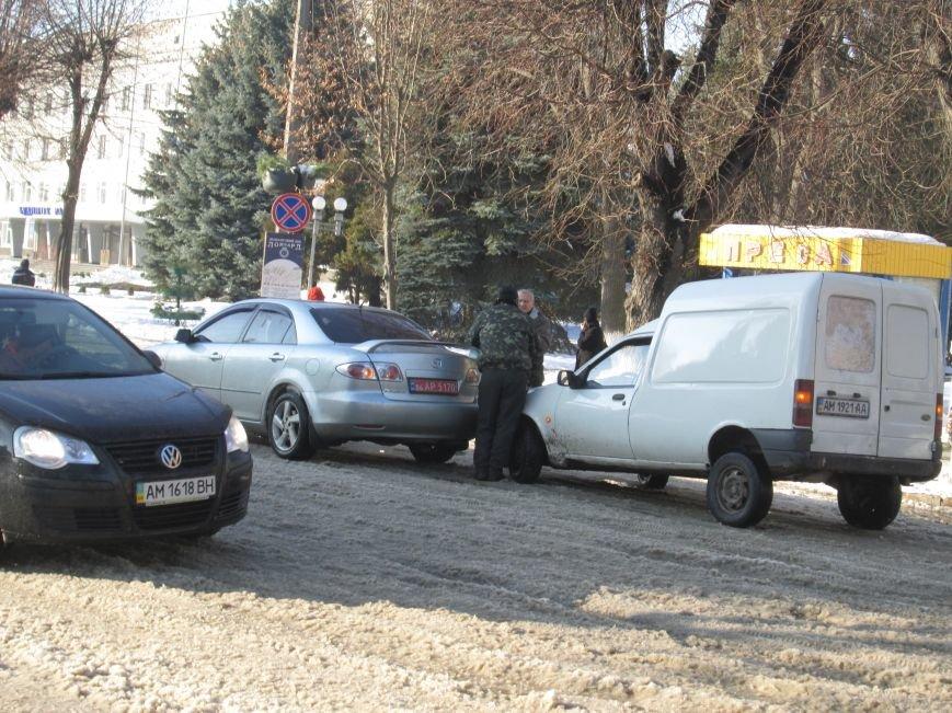 У центрі Новограда-Волинського трапилася ДТП (ФОТО, ВІДЕО), фото-1
