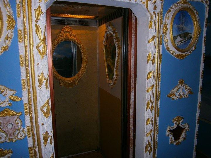 Ідея для франківських домоуправителів. Або як обісцяний під'їзд перетворити на мистецтво. Фото, фото-2