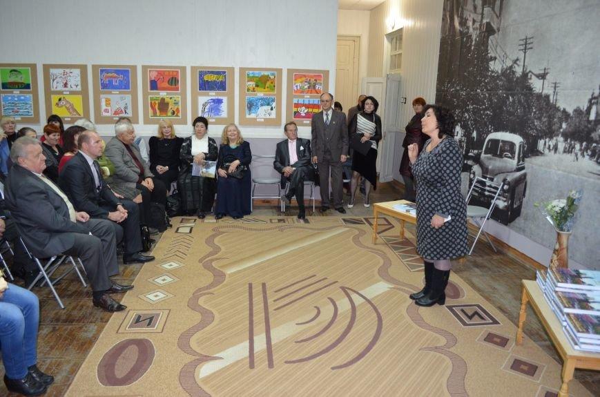 Вилен Усиков презентовал авторское издание о жизни и опыте, фото-1