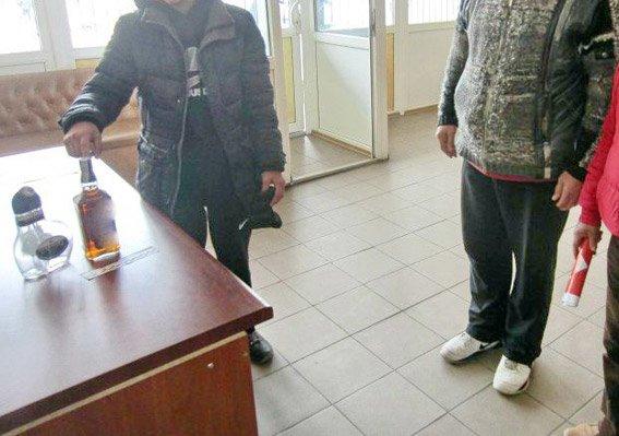 На Николаевщине полиция задержала несовершеннолетних воров элитного алкоголя (ФОТО), фото-1