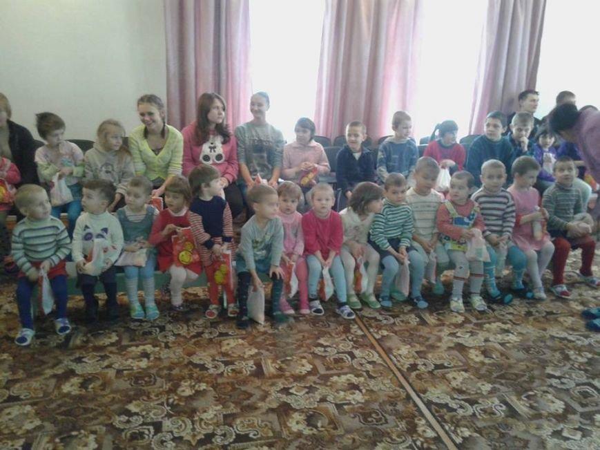 Подопечным Мирненского Центра реабилитации детей подарили полезные подарки, фото-1