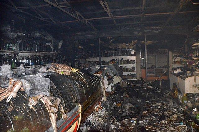 """В Николаеве спасатели ликвидировали пожар в магазине """"Обжора"""" (ФОТО), фото-3"""
