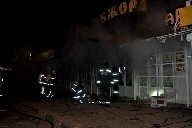 """В Николаеве спасатели ликвидировали пожар в магазине """"Обжора"""" (ФОТО), фото-1"""