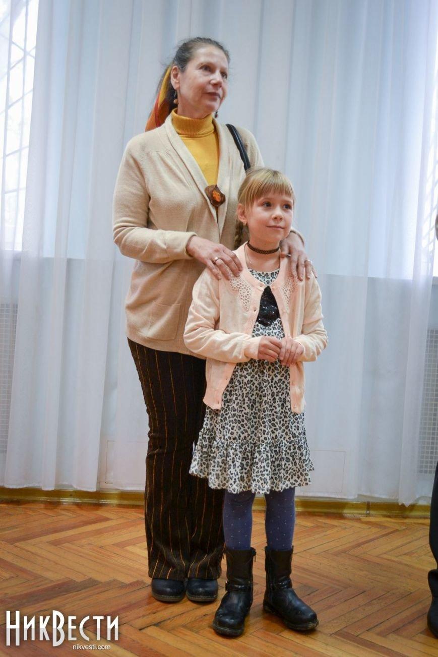 В Миколаєві відкрилася персональна виставка 8-річної конотопчанки - ЗМІ, фото-2