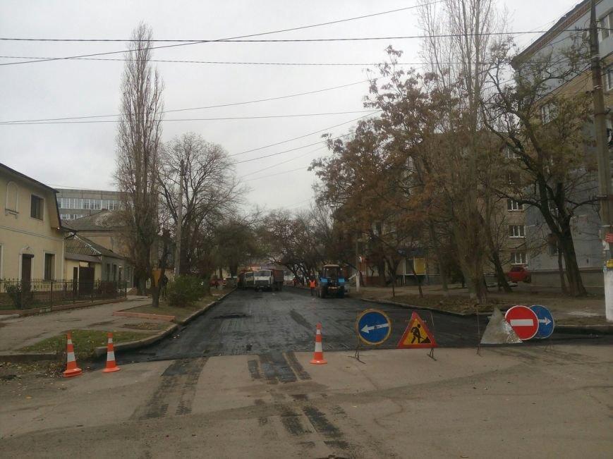 В Николаеве дорожные службы ремонтируют дорогу в центре Николаева (ФОТО), фото-2
