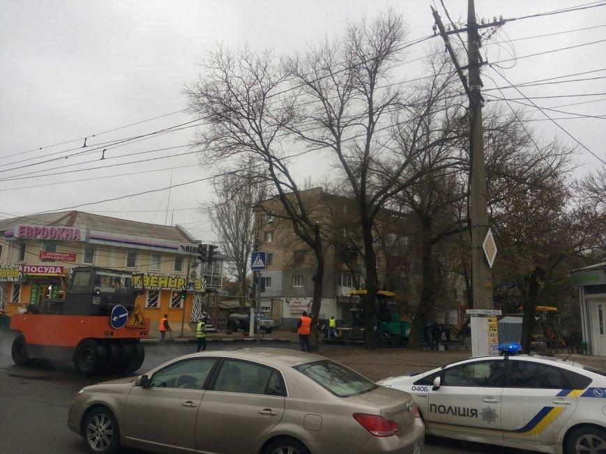 В Николаеве дорожные службы ремонтируют дорогу в центре Николаева (ФОТО), фото-3