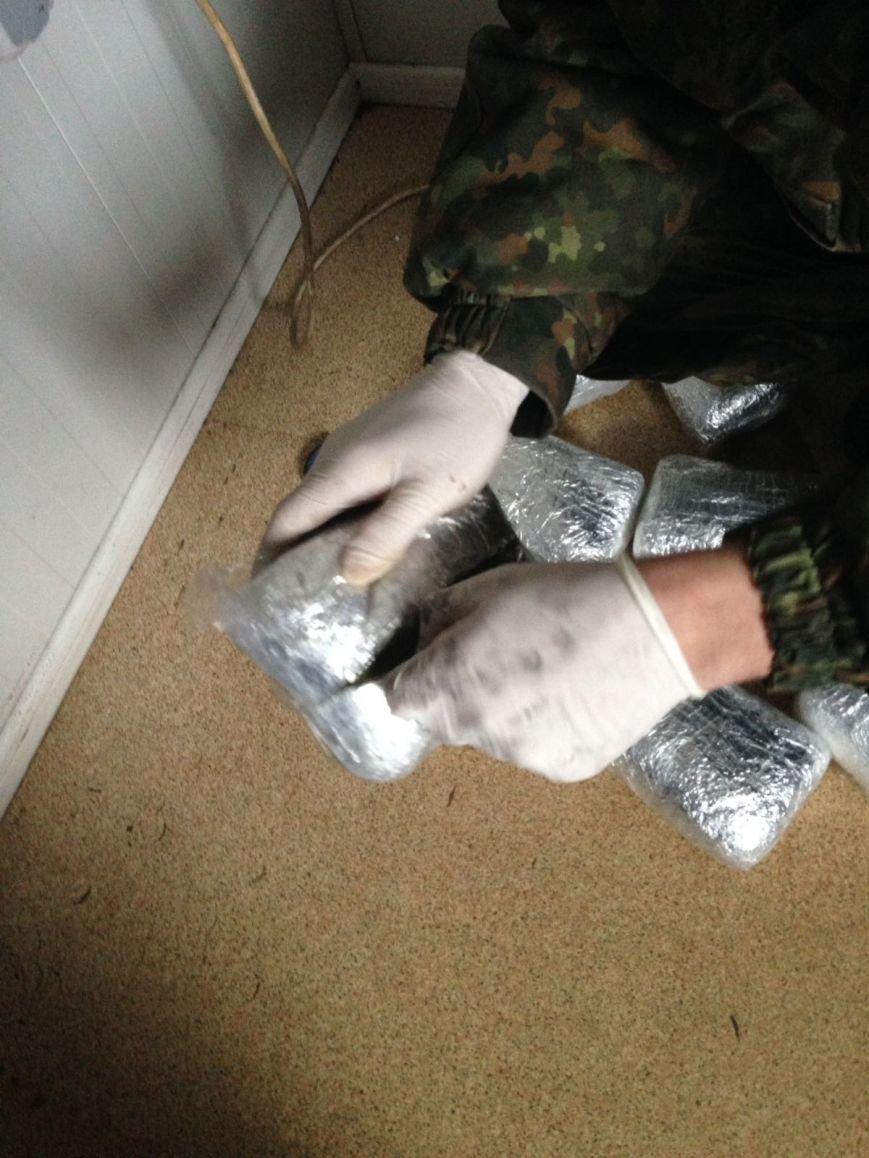 Семь килограммов марихуаны нашли пограничники в запаске «Нисана» в Бахмутском районе, фото-4