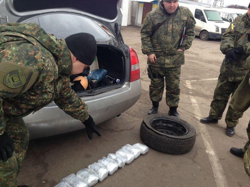 Семь килограммов марихуаны нашли пограничники в запаске «Нисана» в Бахмутском районе, фото-1