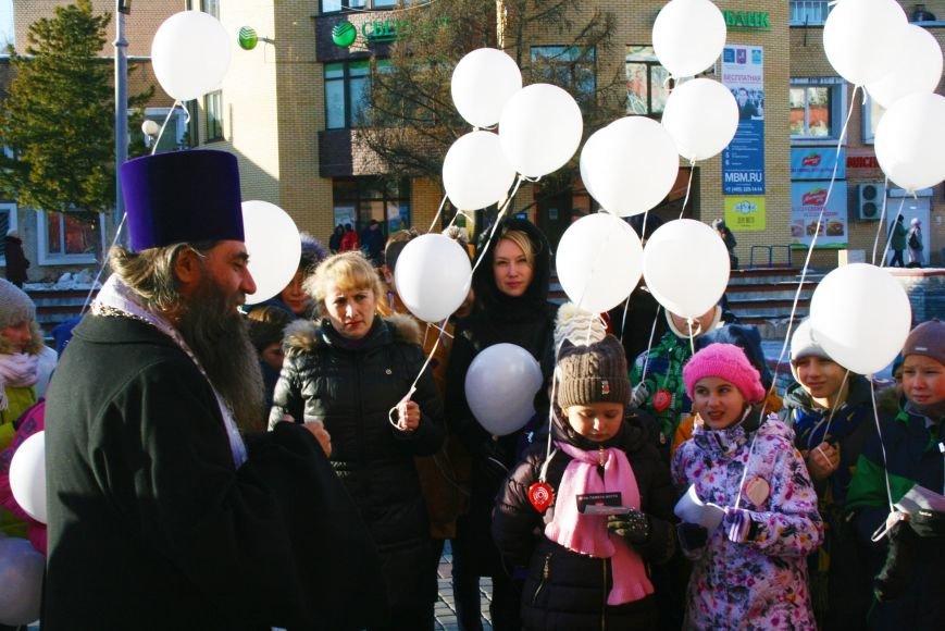 Белые шары полетели в небо Троицка в День памяти жертв ДТП, фото-2