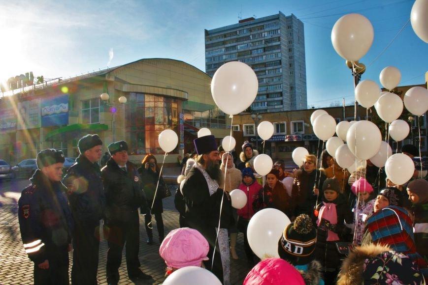 Белые шары полетели в небо Троицка в День памяти жертв ДТП, фото-5