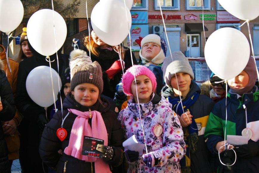 Белые шары полетели в небо Троицка в День памяти жертв ДТП, фото-4