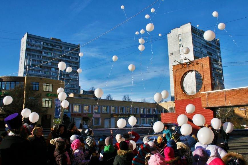 Белые шары полетели в небо Троицка в День памяти жертв ДТП, фото-6