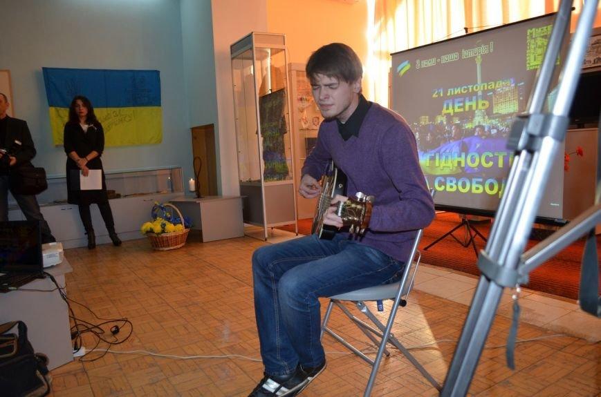 В краеведческом музее показали хроники Евромайдана (фото), фото-1
