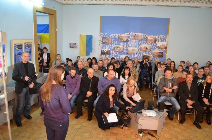 В краеведческом музее показали хроники Евромайдана (фото), фото-2