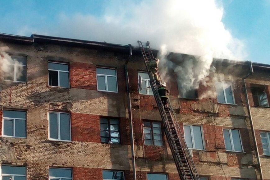 На ХТЗ пожар в многоэтажке: один человек спасен, двадцать пять эвакуировано (ФОТО), фото-2