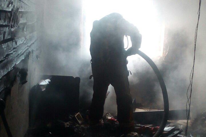 На ХТЗ пожар в многоэтажке: один человек спасен, двадцать пять эвакуировано (ФОТО), фото-3
