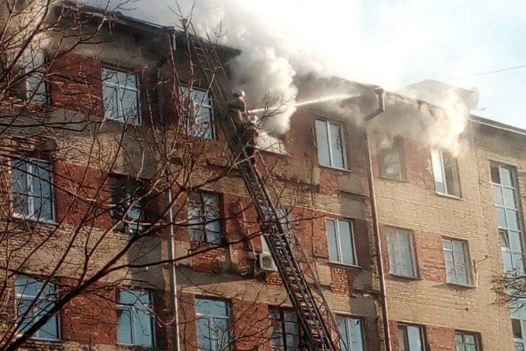 На ХТЗ пожар в многоэтажке: один человек спасен, двадцать пять эвакуировано (ФОТО), фото-4