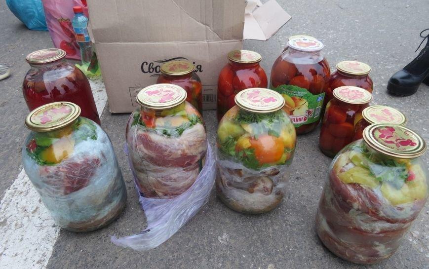 В Крым пытались провезти мясо, спрятав его в трехлитровых банках с овощами (ФОТО), фото-1