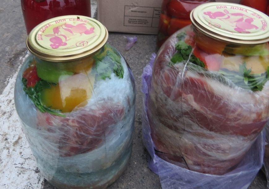 В Крым пытались провезти мясо, спрятав его в трехлитровых банках с овощами (ФОТО), фото-3