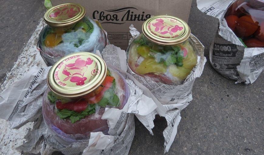 В Крым пытались провезти мясо, спрятав его в трехлитровых банках с овощами (ФОТО), фото-2