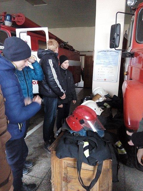 Николаевские школьники побывали на экскурсии в пожарной части (ФОТО), фото-2
