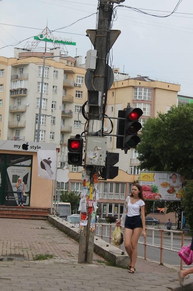 Містяни шоковані жахливими дорожніми знаками в Івано-Франківську (ФОТО), фото-3