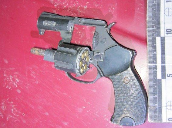 Конотопчанин розгулював по вулиці з револьвером у кишені, фото-1