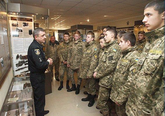 В обласному управлінні поліції побували ліцеїсти з Кам'янця-Подільського, фото-1