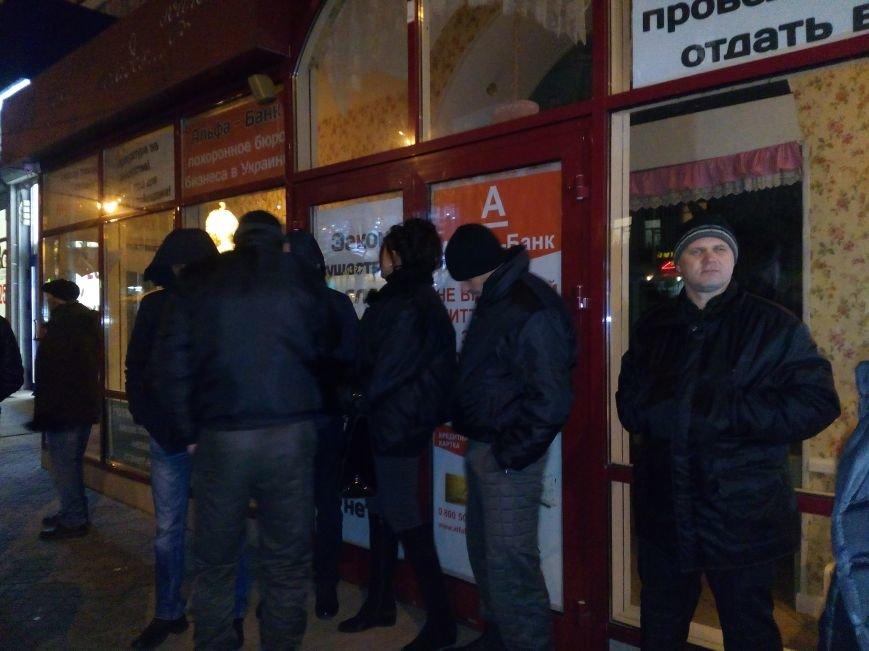 """В центре Николаева бойцы """"Правого Сектора"""" и полиция устроили потасовку с охранной фирмой за помещение ресторана """"Прованс"""" (ФОТО, ВИДЕО), фото-6"""