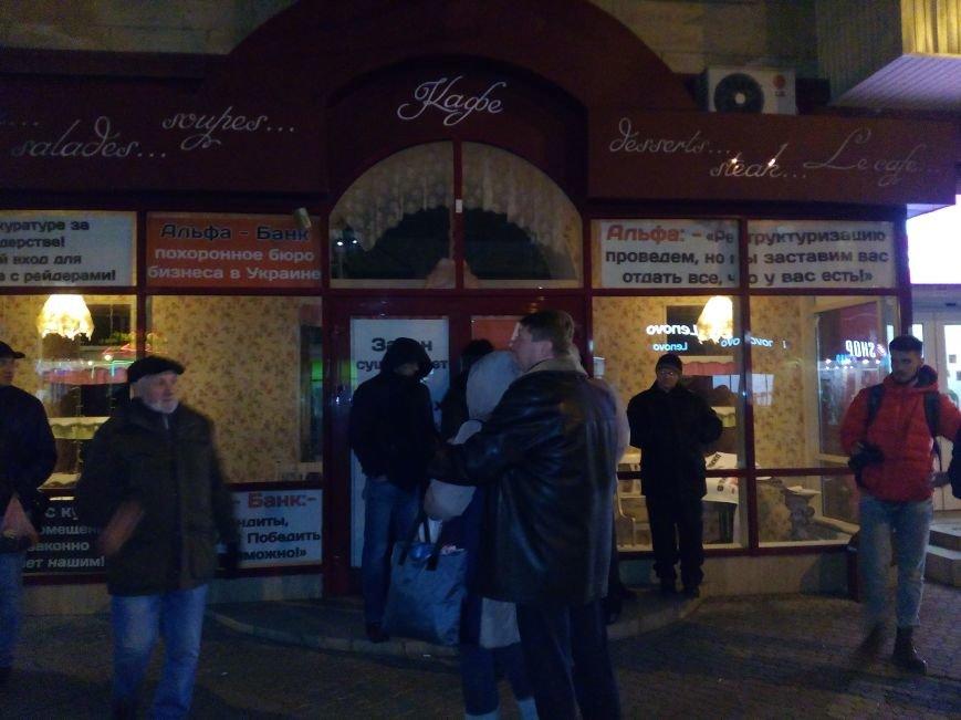 """В центре Николаева бойцы """"Правого Сектора"""" и полиция устроили потасовку с охранной фирмой за помещение ресторана """"Прованс"""" (ФОТО, ВИДЕО), фото-7"""