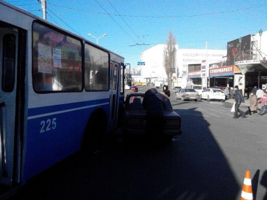В Сумах произошло ДТП с участием троллейбуса (ФОТО), фото-1