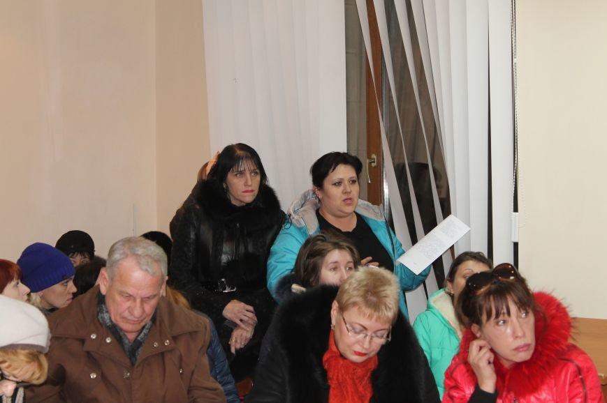 Переселенцы Бахмута пришли в горсовет за ответами, фото-4