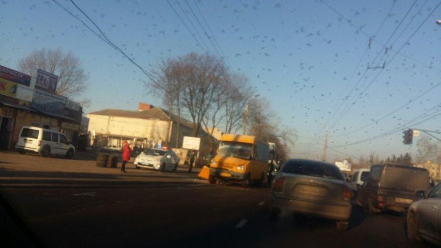В Сумах утро началось с ДТП: столкнулись МАЗ и маршрутка (ФОТО), фото-1