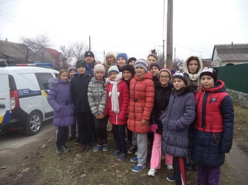 В Новоград-Волинській ЗОШ №6 інспектор поліції провів бесіду з учнями на тему: «Безпека поведінки на дорозі», фото-1
