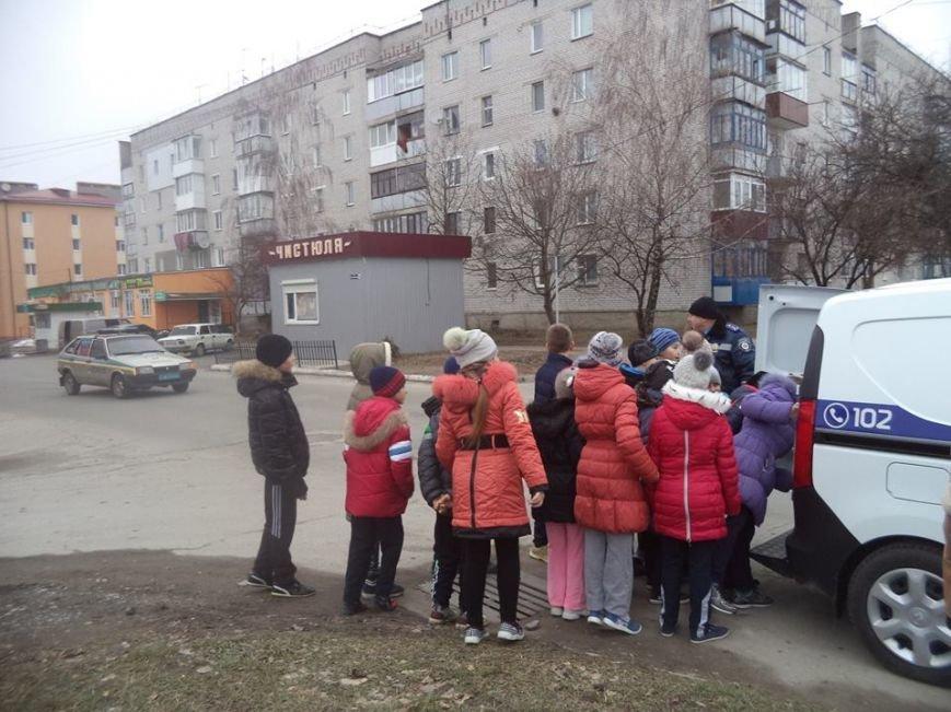 В Новоград-Волинській ЗОШ №6 інспектор поліції провів бесіду з учнями на тему: «Безпека поведінки на дорозі», фото-6